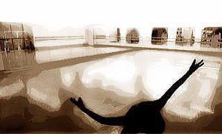 トモコダンスプラネット レッスン、パフォーマンススペースの室内の写真