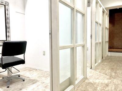 レンタルサロン Diviser  1階 完全個室サロン専用スペースの室内の写真