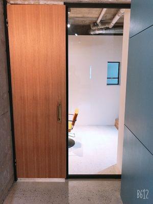 BATEL サロンスペースの室内の写真