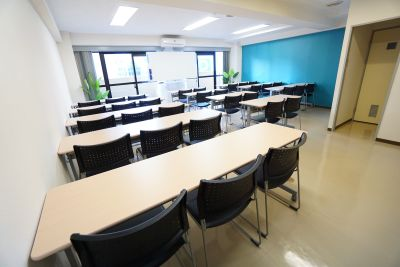 【ブラウ会議室】 プロジェクタ無料の貸し会議室♪の室内の写真