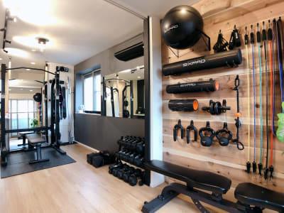 ONE REP GYM 完全個室トレーニングスペースの室内の写真