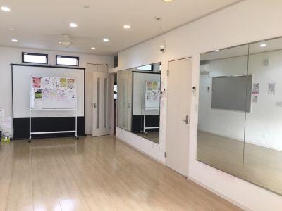 大型鏡160×400 24畳のフローリング - スタジオKaveri 東林間 レンタルスタジオの室内の写真