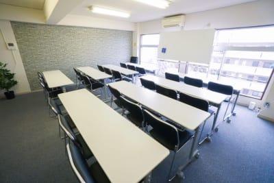 【ラテル会議室】 プロジェクタ無料の貸し会議室♪の室内の写真