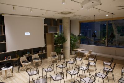 DMZ CAFE イベント貸切利用の室内の写真