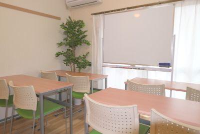 お気軽会議室 町田102の室内の写真