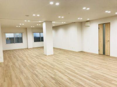 レンタルスペースSALTO元住吉 レンタルスペース 大人数収容可能の室内の写真