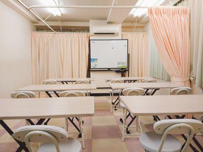 セミナー利用での部屋のレイアウトです。 - 健康ひろば-ここから相談.Com レンタルサロン・貸会議・セミナーの室内の写真