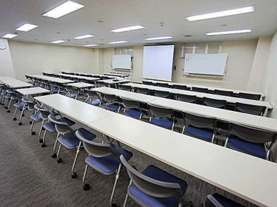 名古屋会議室 名駅モリシタ名古屋駅前中央店 第2+3会議室(1〜54名)の室内の写真