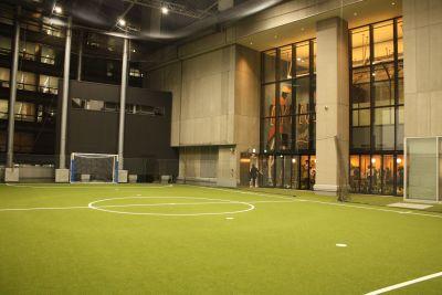 アディダスフットサルパーク渋谷 渋谷ストリーム4階トルクコート内の室内の写真