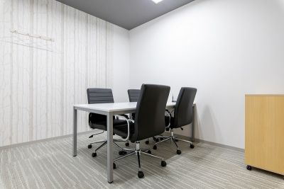 BIZcomfort池袋西口 会議室②(4名用)の室内の写真