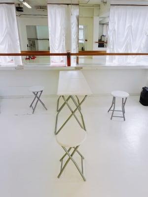 ゆったりとしたスペースで ゆったりとした空間。 コンセントも充分にあります。 - 臼倉バレエスタジオ 多目的スタジオの室内の写真