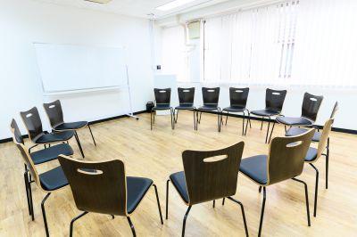 ワン・デイ・オフィス 第2会議室 会議室【コミュニティ会場】の室内の写真