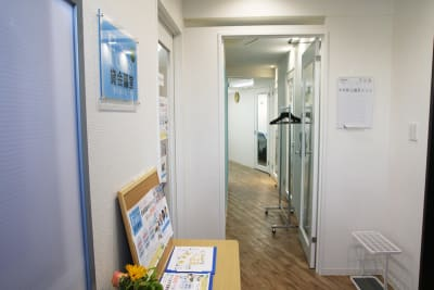 池袋コワーキングスペース&貸会議室 FOREST セミナールームの入口の写真