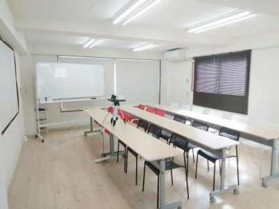 お気軽会議室 鹿児島中央 貸し会議室の室内の写真