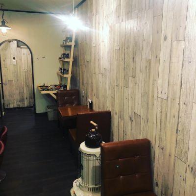 mock mock カフェスペースの室内の写真