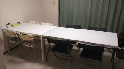 2テーブル並列 - 西船橋レンタルスペース「カルレクラブ」 個室スペースの室内の写真