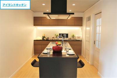 【ノーマル空間】最新型の3口IHアイランドキッチン - 池尻セレクトハウス テレビ・CM・動画配信撮影などの室内の写真
