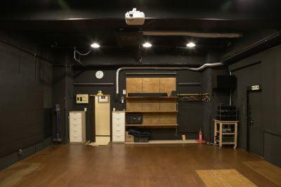 アトリエTANTOO 【各種稽古場・打ち合わせ使用】の室内の写真