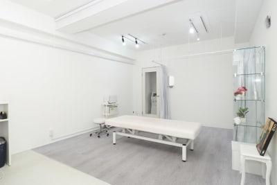 施術スペース - 馬車道レンタルサロン 無限大 馬車道/関内レンタルサロン無限大の室内の写真