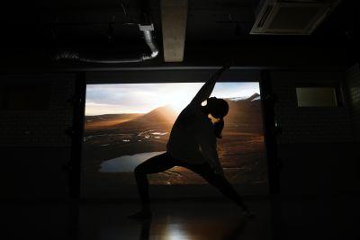 プロジェクターを使用すればこんな映像も撮影できます。もちろんレッスンにも効果大! - mind-blowing レンタルダンススタジオの室内の写真