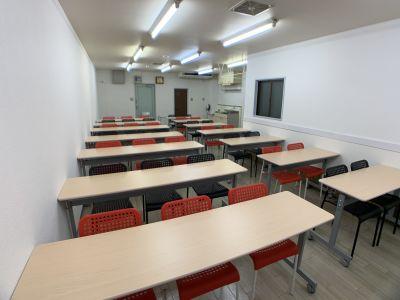 奥から見た全体像です - お気軽会議室金沢安江町103号室 レンタル多目的スペースの室内の写真
