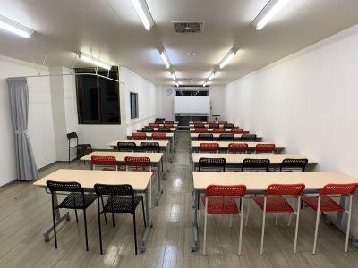入口から見た全体像です - お気軽会議室金沢安江町103号室 レンタル多目的スペースの室内の写真