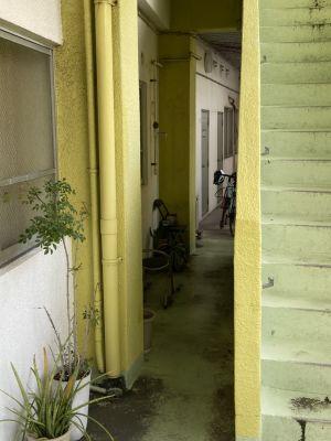 勉強カフェ那覇ラーニングスタジオ セミナー室の入口の写真
