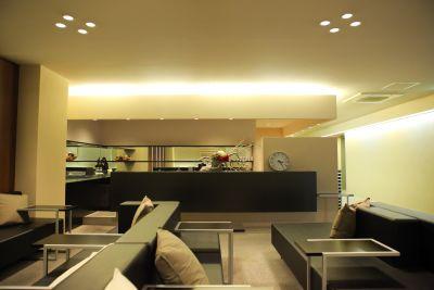 4階 広いスペース受付・待合フロア(簡単なキッチン・和室2室・男女更衣室完備) (6階併用使用のみ3300円) - VICEO(ビセオ) 多目的スペースVICEOの室内の写真