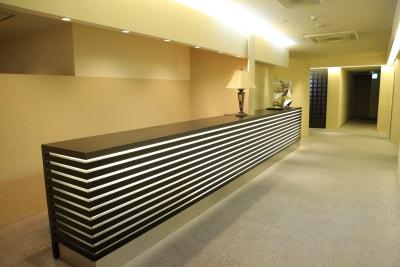 4階 受付カウンター・コロナ対策用アクリルパネル・消毒液完備 (6階併用使用のみ3300円) - VICEO(ビセオ) 多目的スペースVICEOの室内の写真