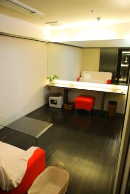 4階 控室・メイクルーム完備・室内トイレ・パーテーション・タレント楽屋向き (6階併用使用のみ3300円) - VICEO(ビセオ) 多目的スペースVICEOの室内の写真