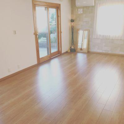 暖かい太陽光が差し込み、自然の温もり溢れる部屋。 - アルタースタジオ スタジオ・ワーキングスペースの室内の写真