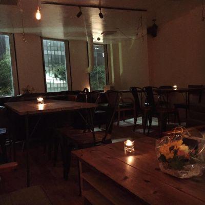 カフェ アンド バー アクティ 4Fフロアの室内の写真