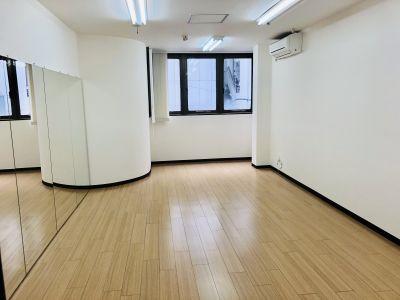 福岡レンタルスタジオカベリ天神店 ダンスができるレンタルスタジオの室内の写真
