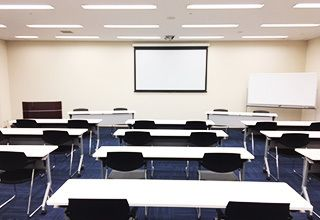 大阪会議室 大阪御堂筋ビル M4会議室(地下4階)の室内の写真