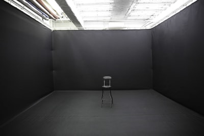 黒ホリ 設置使用料6000円 - 蒲田センタービル504 クロマキー撮影 レンタルスタジオの室内の写真