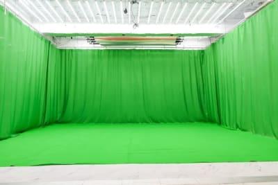 クロマキー四面 設置使用料4000円 - 蒲田センタービル504 クロマキー撮影 レンタルスタジオの室内の写真