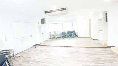 Drop by Kanda シェアスペース神田駅前の室内の写真