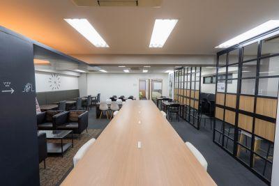 ベイシズ福岡・博多駅前貸会議室 A03(収容人数30名)会議室の室内の写真