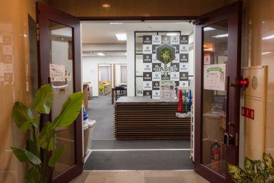 ベイシズ福岡・博多駅前貸会議室 A02(収容人数20名)会議室の入口の写真