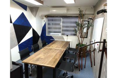 配置:長方形 Sabori 西新宿 貸切個室 貸会議室 パーティー 24時間 - Sabori 西新宿 多目的レンタルスペースの室内の写真