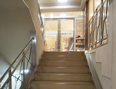 所沢ノード シェアスペース 所沢ノード 大会議室の入口の写真