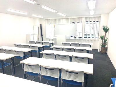 テーブル、椅子等全て新品です - 新宿T-spaceⅡ最大38名 多目的スペースの室内の写真