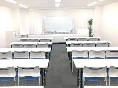 最大38名様まで着席可能です! - 新宿T-spaceⅡ最大38名 多目的スペースの室内の写真