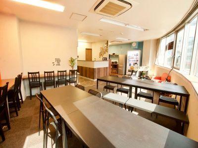 大阪ゲストハウスNEST ホステルラウンジの室内の写真