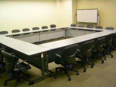 センタープラザ西館貸会議室 5号会議室の室内の写真