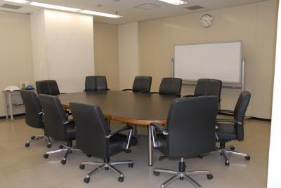 センタープラザ西館貸会議室 12号会議室の室内の写真