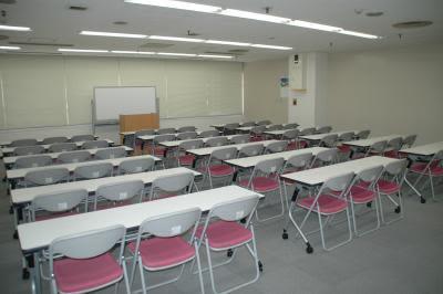 センタープラザ西館貸会議室 17号会議室の室内の写真