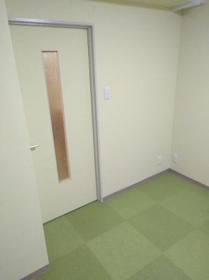 レンタルスペース にじ色 サロンスベースの入口の写真