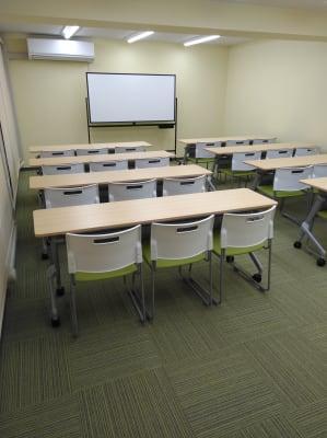 レンタルスペース にじ色 会議室の室内の写真