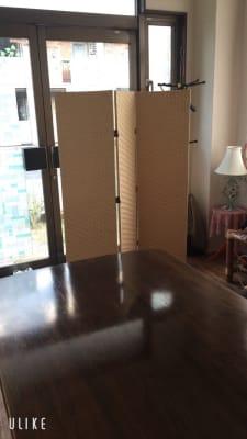 パーテーションもご自由に移動してご利用下さい。 - レンタルスペース・ラッキーBOXの室内の写真